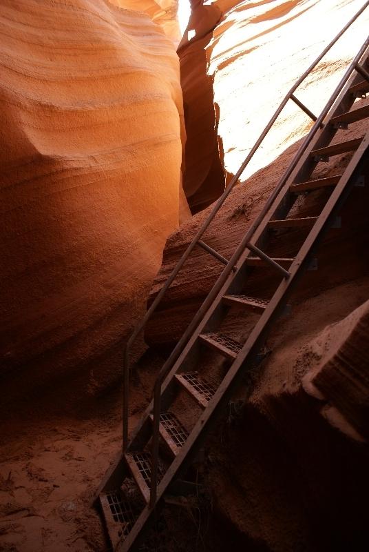 Een van de trappen in Lower Antelope Canyon