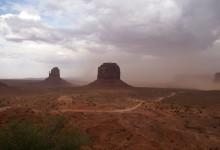 Hier komt de storm - Monument Valley, Utah